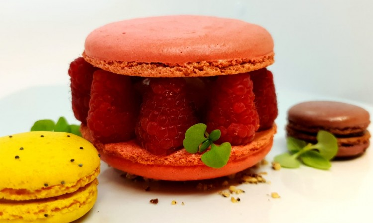 Chef selection of autumn macaroons-min